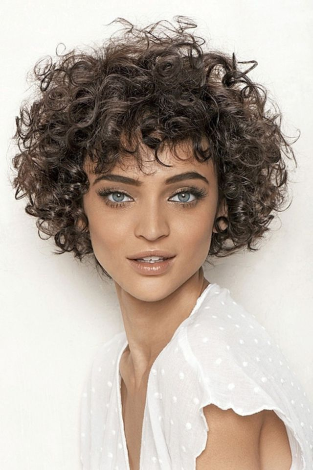short haircuts for girls with curly hair look chica cabello rizado tiqui peluqueros 2702 | rizado 9